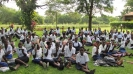 2015, mei - Woordenboeken voor de meisjesschool in Dzumilo